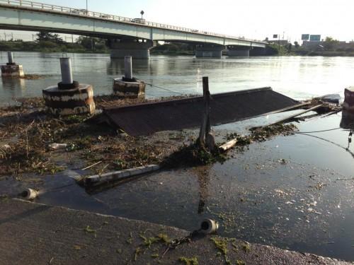 台風18号で沈んだ屋形船。大津市瀬田川沿にて。9月20日。撮影/Unose Masaki