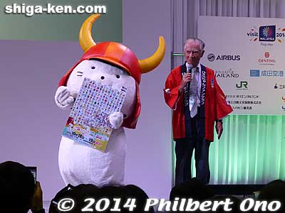 Hiko-nyan promoting mascot character festival.