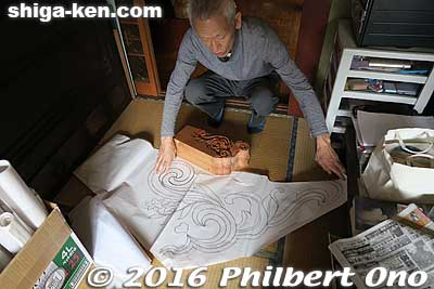 Mori Tesso shows a drawing of a carving to be made for a roof part.