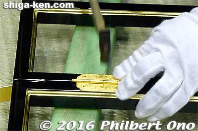 Installing a metallic fitting on Hikone butsudan.